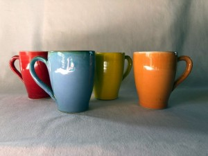 Mugs colorés - H=11 / D=7,5 - 14 €