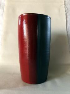 Vase rouge et noir - H=19-22 / D=10 - 40 €