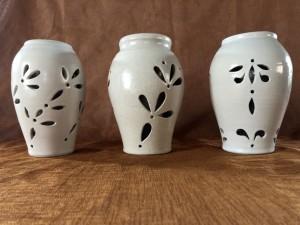 Vase ajouré double paroi grès blanc - H=17 / D=11 - 45 €