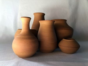 Vase en terre brute - Diamètres variables - De 15 à 25 €